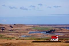 Vit-röd kyrka, Island Fotografering för Bildbyråer