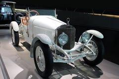 Vit retro cabriolet Royaltyfria Bilder