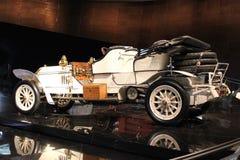 Vit retro cabriolet Fotografering för Bildbyråer