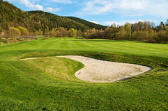 Vit sandbunker på golfbanan Royaltyfria Foton