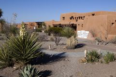Vit sandpapprar informationsmitten om nationalparken i nytt - Mexiko Royaltyfri Bild