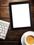 Vit skärm för minnestavla som är liknande till ipadskärm och kaffe royaltyfria foton