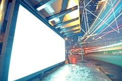 Vit skärm som annonserar Fotografering för Bildbyråer