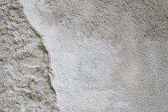 Vit skrapad grov betongväggtextur för bakgrund Arkivfoto