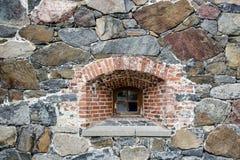 Vit skyddsgaller Svart bakgrund Royaltyfria Bilder