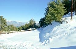 Vit snömatta under solljus Arkivfoton