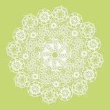 Vit snör åt servetten på grön bakgrund Arkivfoto