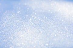 Vit snow Mousserande snöflingor vinter för blåa snowflakes för bakgrund vit close upp Royaltyfri Bild