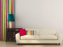 Vit soffa med den färgrika dekoren royaltyfria bilder