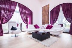 Vit soffa och stol royaltyfria foton