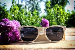 vit solglasögon Fotografering för Bildbyråer