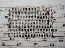 Vit spansk tegelstenvägg Royaltyfri Foto