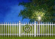 Vit staket och port med kransen vektor illustrationer