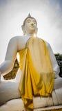 Vit staty för Buddha i Wat Prang Luang den buddistiska templet (offentlig tempel) i Nonthaburi, Thailand Royaltyfri Fotografi