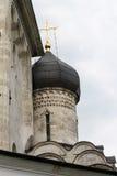 Vit stenkyrka, kupolen arkivfoto
