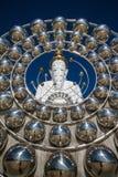Vit stor Buddha med olika format i templet Thailand Fotografering för Bildbyråer