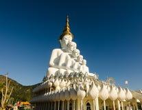 Vit stor buddha staty Fotografering för Bildbyråer