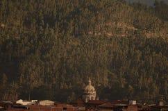 Vit stor kyrka royaltyfri fotografi
