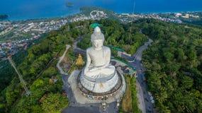 Vit stor Phuket's för flygfotografering stor Buddha i blå himmel Royaltyfri Bild