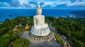 Vit stor Phuket's för flygfotografering stor Buddha i blå himmel Royaltyfria Foton