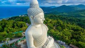 Vit stor Phuket's för flygfotografering stor Buddha i blå himmel Royaltyfria Bilder