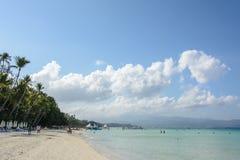 Vit strand av den Boracay ön, Filippinerna Royaltyfri Foto