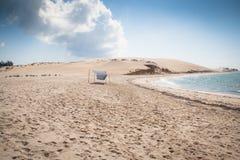 Vit strand med molnet på den Bazaruto ön Royaltyfria Bilder