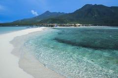 Vit strand philippines för Camiguin ö Arkivfoto