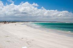 Vit strandsand på Arniston Royaltyfri Bild