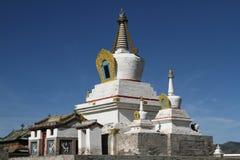 Vit stupa i den Erdene Zuu kloster Arkivfoton