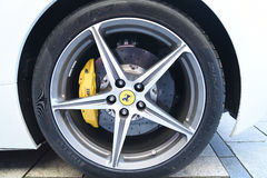 Vit supercarFerrari 458 spindel Arkivfoto