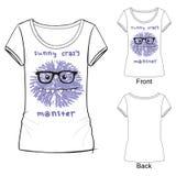 Vit t-skjorta med modetrycket med det roliga galna monstret för vektorillustration Skissa illustrationen som dras med färgpennor vektor illustrationer