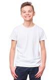 Vit t-skjorta på tonårig pojke Royaltyfria Bilder