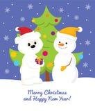 Vit Teddy Bear, snögubbe och julgran Royaltyfri Foto