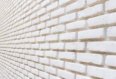 Vit tegelsten på väggperspektivbakgrund Royaltyfria Bilder
