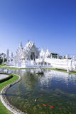 Vit tempel och fisk. Arkivbilder