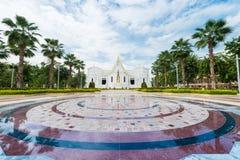 Vit tempel Wat Tha Sung Uthai Thani, Thailand Arkivfoto
