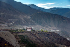 Vit tibetan dal i bästa si för sight en 100 och fotografi Royaltyfri Foto