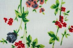 Vit torkduketexturbakgrund med gjorde randig blommor Royaltyfri Fotografi