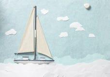 Vit träleksaksegelbåt Arkivbilder