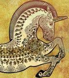 Vit unicor på guld- shasbby bakgrund Arkivbilder