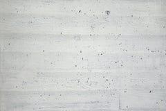 Vit vägg av betong med wood textur Royaltyfria Foton
