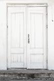 Vit vägg och dörr, bakgrundstextur royaltyfri foto