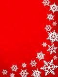 Vit vertikal vinterram av snöflingor med skuggor på ett rött Royaltyfria Bilder