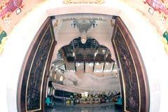 Vit vilaBuddha i Wat Pa Phu Kon som är nordöstra av Thailand Royaltyfri Fotografi