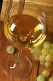 Vit wine, druva och trumma Royaltyfri Bild