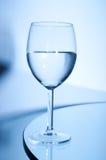 vit wine för glass tabell Arkivfoto