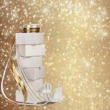 Vita askar med gåvor med det guld- bandet Royaltyfri Foto