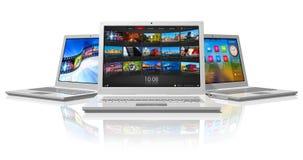 vita bärbar dator som ställs in Arkivfoton