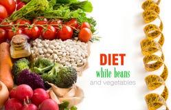 Vita bönor med grönsaker Royaltyfri Fotografi